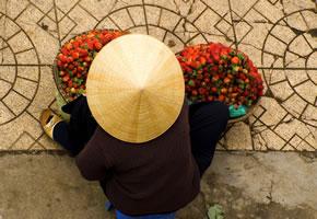 Eine Straßenverkäuferin in Kambodscha
