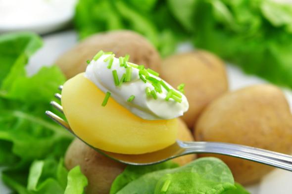 In Kartoffeln ist das Spurenelement Silizium enthalten.