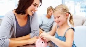 Kind bekommt Taschengeld von der Mutter