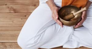 Die Klangmassage heilt durch Vibrationen.