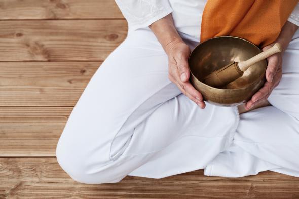 Die Klangmassage heilt und massiert durch Vibrationen.