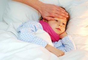 Kinderkrankheiten: Kleines Mädchen hat Fieber