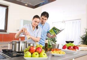 Kochen nach Anleitung von einem Kochbuch