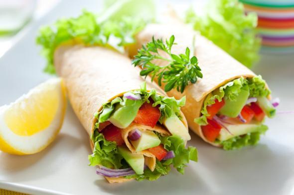 Wraps sind gerollte Köstlichkeiten mit Salat,  Gemüse- oder Fleischbeilagen.