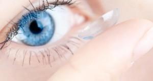 Make-Up und Kontaktlinsen vertragen sich nicht.