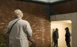 Kriminalität - Ältere Dame muss durch eine Unterführung laufen