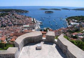 Kroatien: die Insel Hvar von oben