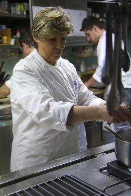 Küchenchefin Luisa Valazza in der Restaurantküche