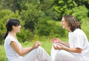 Lachyoga kann Stress abbauen