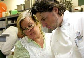 Landhaus Bacher - Lisl Wagner-Bacher und Thomas Dorfer in der Restaurantküche