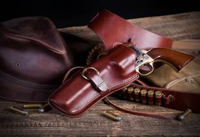 LARP - Ein Revolver mit Patronengürtel
