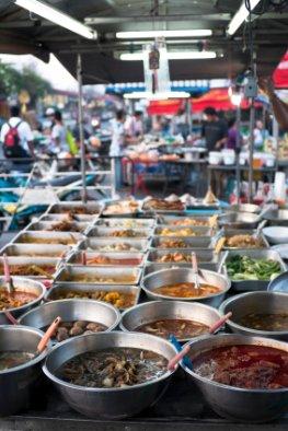 Keime - Lebensmittel im Urlaub auf einem Markt