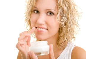 Die Richtige Mund und Lippenpflege schützt vor eingerissenen Mundwinkel