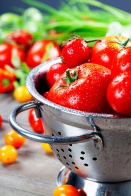 Roten Tomaten in einem Abtropfsieb