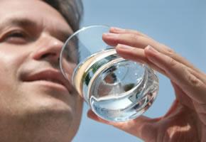 Ausreichend Wasser trinken ist Gesund