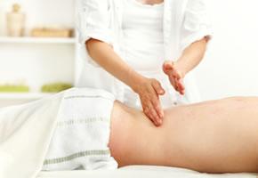 Massage bei einem Patienten