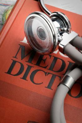 Medizinisches Lexikon mit einem Stethoskop