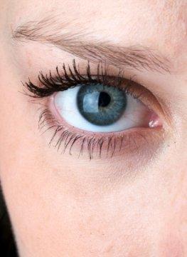 Gelähmte Menschen können demnächst mit den Augen schreiben.