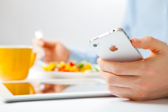 Mit Wysips muss man in Zukunft sein Smartphone nicht mehr aufladen.