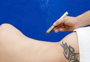 Moxibustion mit einer Moxa-Zigarre