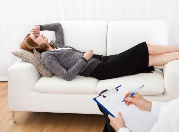 Patientin mit Münchhausen-Syndrom in der Therapie.