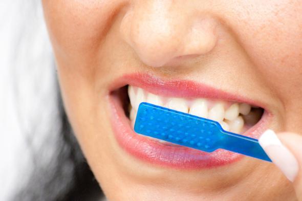 Mundhygiene verhindert Probleme mit dem Gedächtnis im Alter.