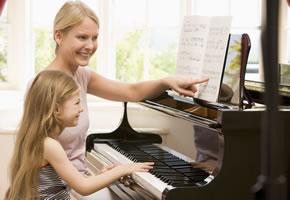 Musikalische Früherziehung - Ein Kind lernt Klavier