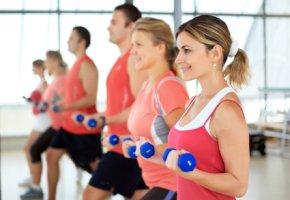 Muskelaufbau - Training mit Hanteln