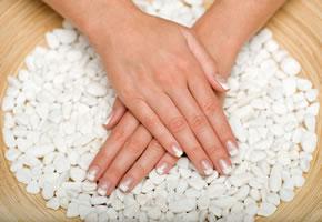Nagelpflege und Kalzium sorgen für schöne Fingernägel
