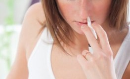 Nasenspraysucht - diese junge Frau ist süchtig nach Nasenspray