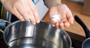 Natrium regelt den Wasserhaushalt des Körpers.
