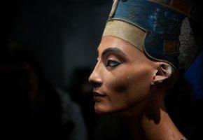 Nofretete - die schönste Frau der Welt. Versicherungswert 390 Millionen Dollar