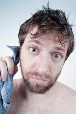 Ohrenpflege - am besten die Ohren mit warmen Wasser auswaschen