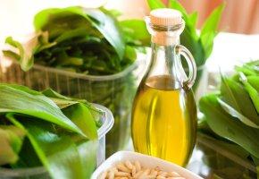 Bärlauch und Olivenöl - Olivenöl für ein Pesto