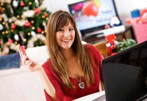 Weihnachtsgeschenke über Online Shopping mit der Kreditkarte bezahlt