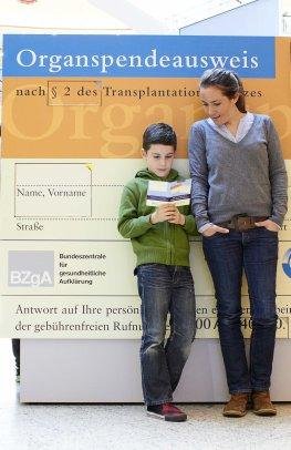 Organpaten: Infostand des BZgA - In Deutschland gibt es zu wenig Organspender