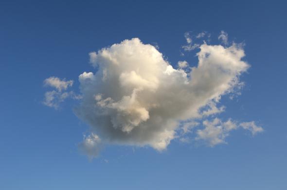 Pareidolie: Ungewöhnliche Wolke am Himmel.