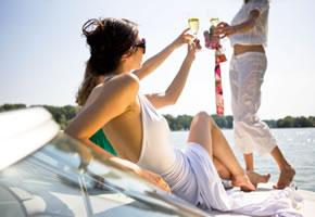 Superreiche: Party auf der Yacht