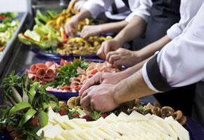 Partyservice und Catering entlastet den Gastgeber