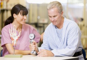 Patient bei der Physiotherapie