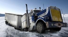 Pech gehabt! Ice Road Truck ist im Eis eingebrochen