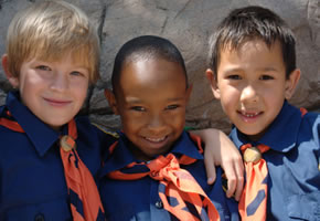 Drei junge Pfadfinder
