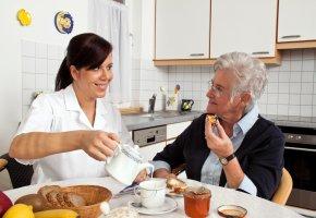 Pflegebedürftigkeit - Hilfe im Haushalt durch Personal