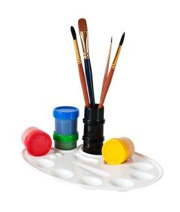 Pinsel und Farben zum Malen von Collagen