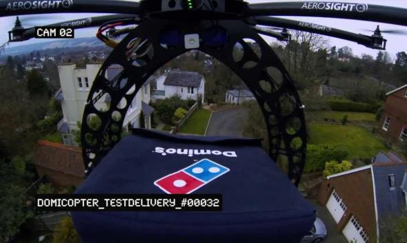 Pizzalieferung: Eine Drohne liefert Pizza per Luftpost aus.