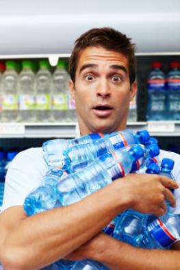 Plastikflaschen - die meisten Lebensmittel sind von Plastik umgeben