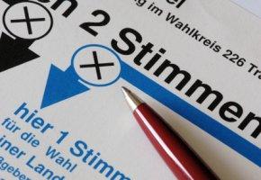 Politische Bildung: Stimmzettel bei demokratischen Wahlen in Deutschland