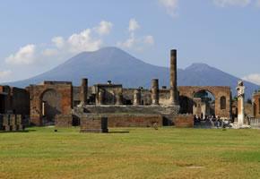 Pompeji und im Hintergrund der Vesuv