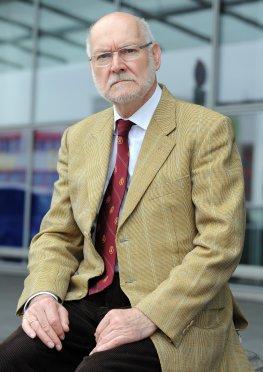 Prof. Dr. Starbatty hatte gegen die Griechenlandhilfe vor dem Bundesverfassungsgericht geklagt.