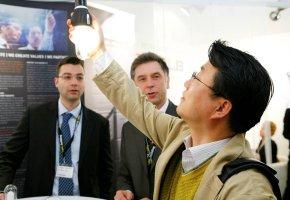 Asiatische Lampenhersteller zeigen großes Interesse an der 24 Watt Pulsplasma Energiesparlampe